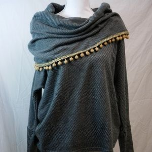 Grey Sweater with bown ball tassels